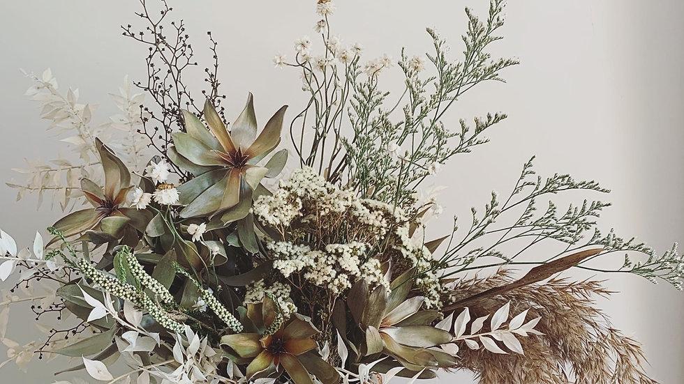 Textures whites in ceramic pot