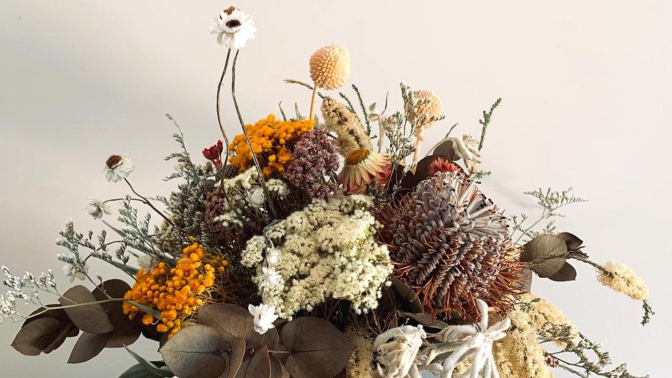 Wildflower sweet everlasting in ceramic vase