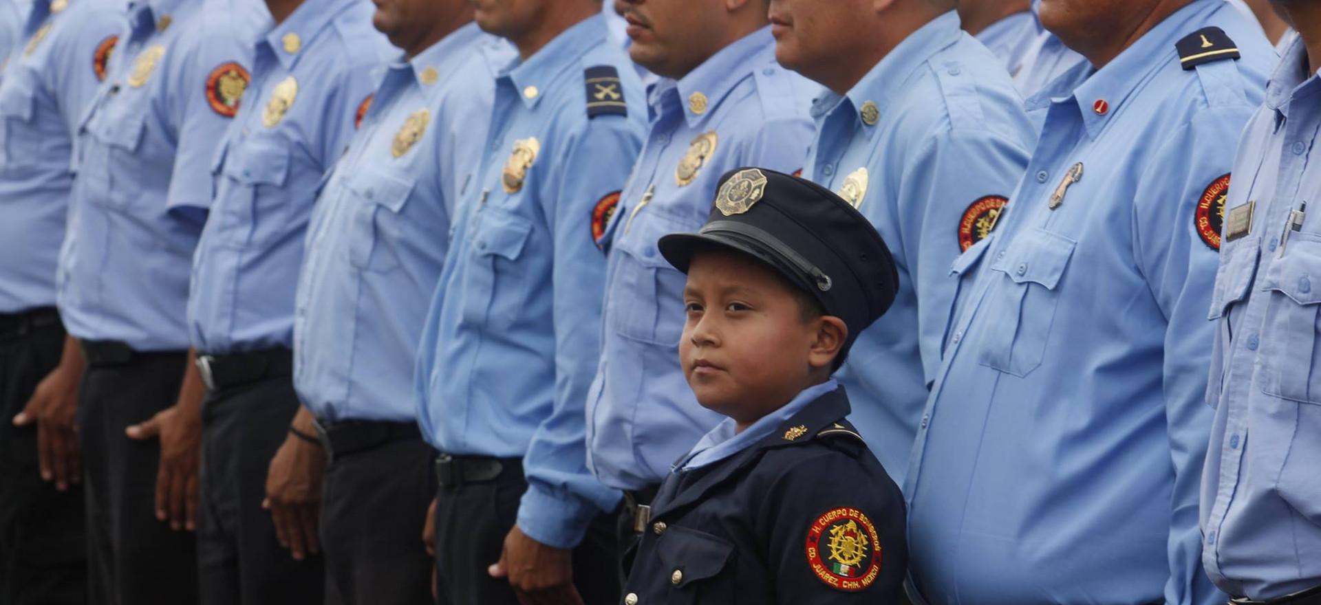 El niño bombero