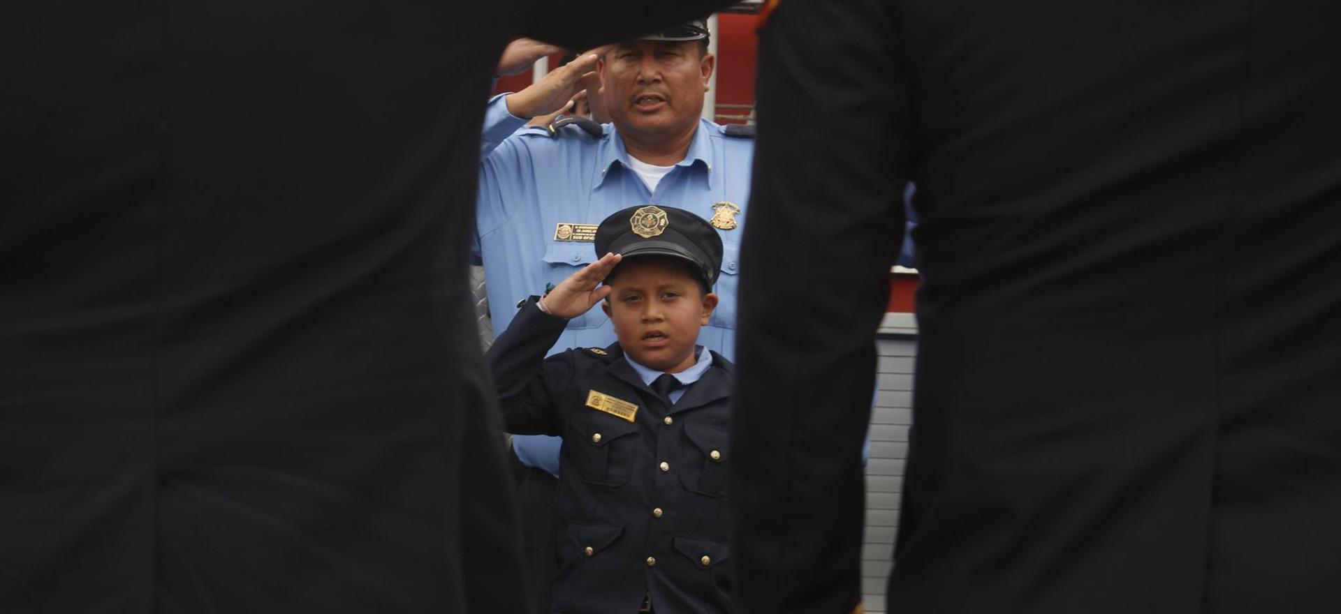 Niño bombero