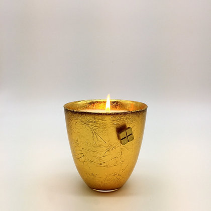 Gold	leafed candle