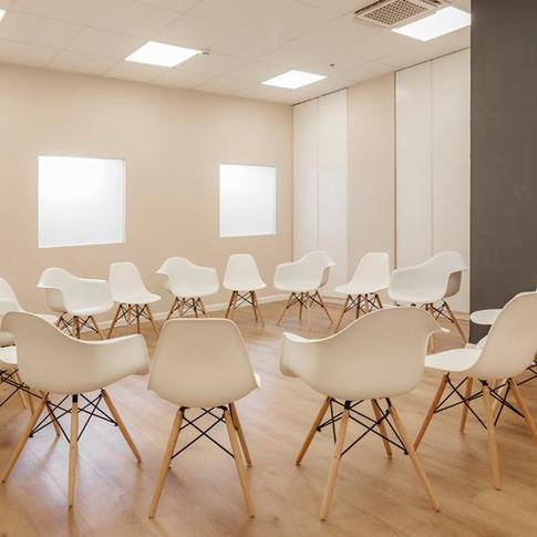 עיתוב חדר טיפול בקבוצות