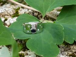 Or gris - diamants - saphir