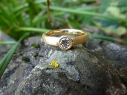 Bague or jaune mat - diamant