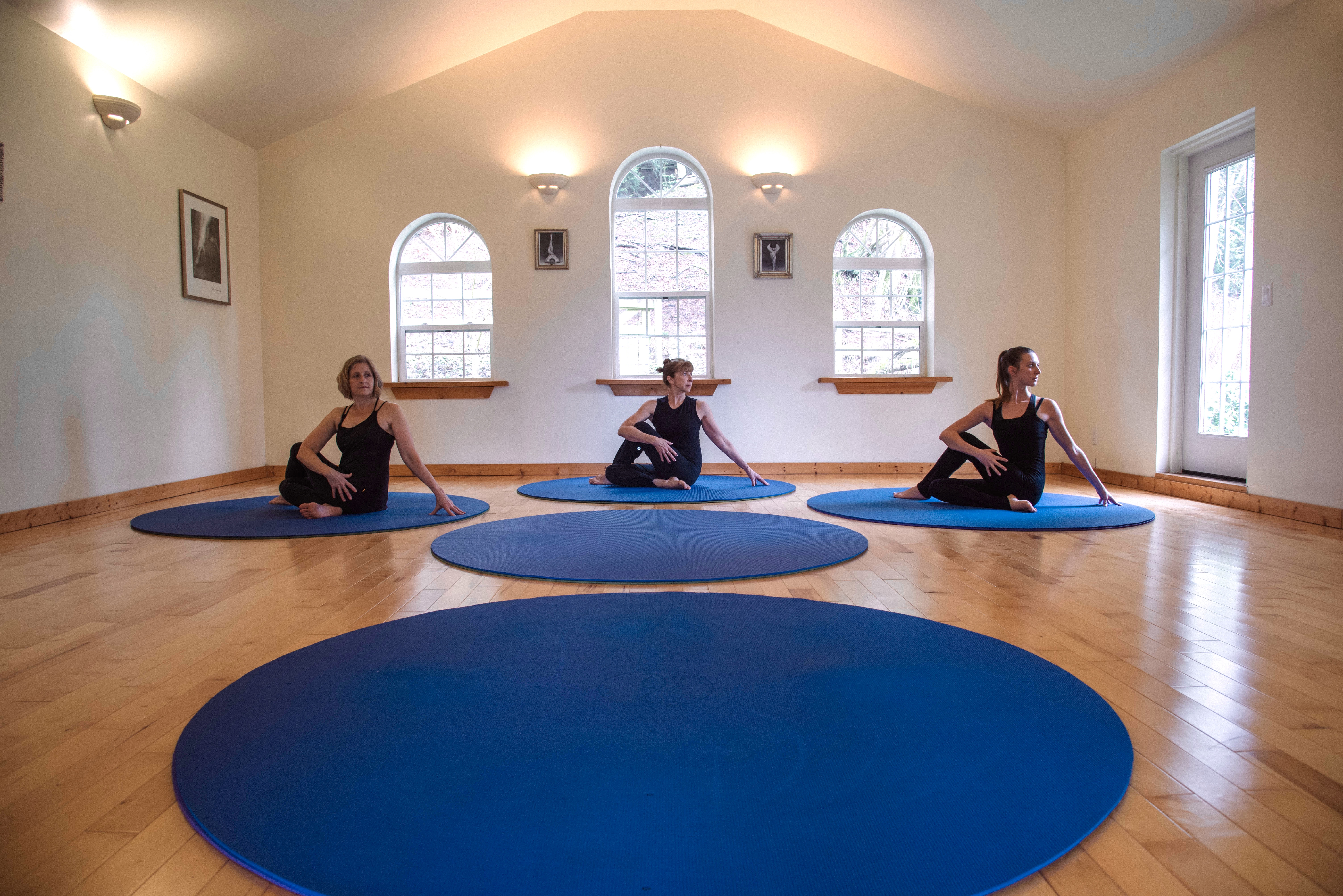twisting on a round yoga mat