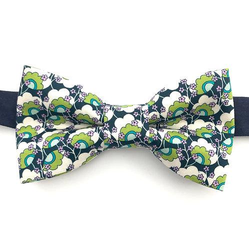 Noeud papillon bleu marine  motifs fleurs verte et blanche