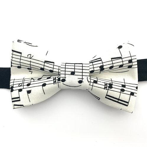 Noeud papillon blanc cassé aux motifs de notes de musique