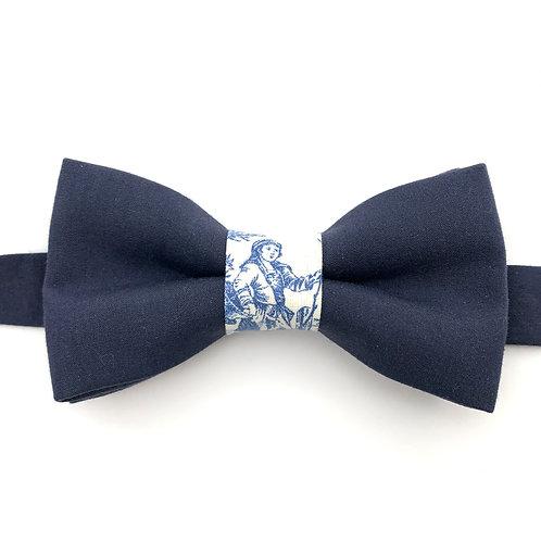 Noeud papillon bleu marine avec noeud aux motifs de toile de Jouy bleu
