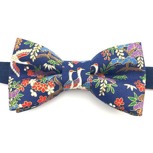 Noeud papillon bleu au motif Japonnais de grues et fleurs