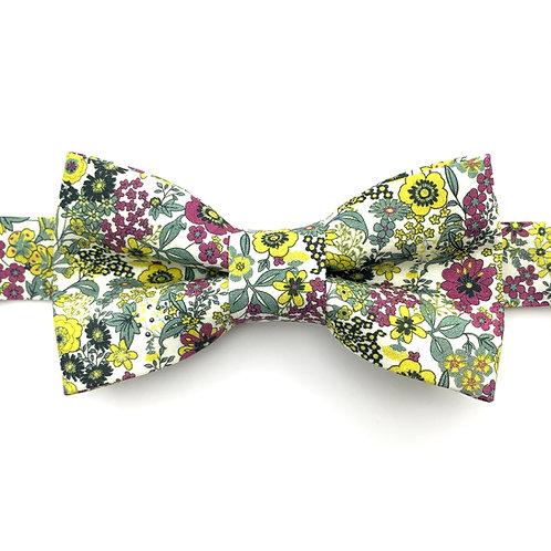 Noeud papillon aux motifs de petites fleurs violettes et jaunes