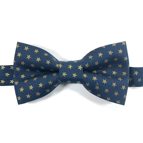 Noeud papillon bleu marine aux motifs d'étoiles ors.