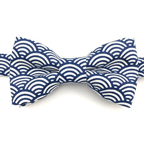 Noeud papillon au motif Japonnais bleu marine et blanc