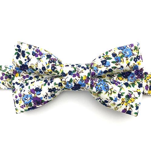 Noeud papillon aux motifs de fleurs bleues et violettes