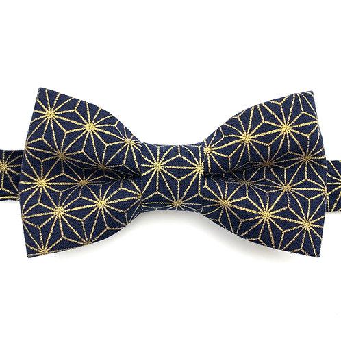 Noeud papillon bleu marine motifs étoiles en or