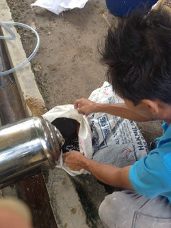 Cleaning water filter