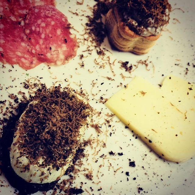 #antipasto al #tartufonerodinorcia alla