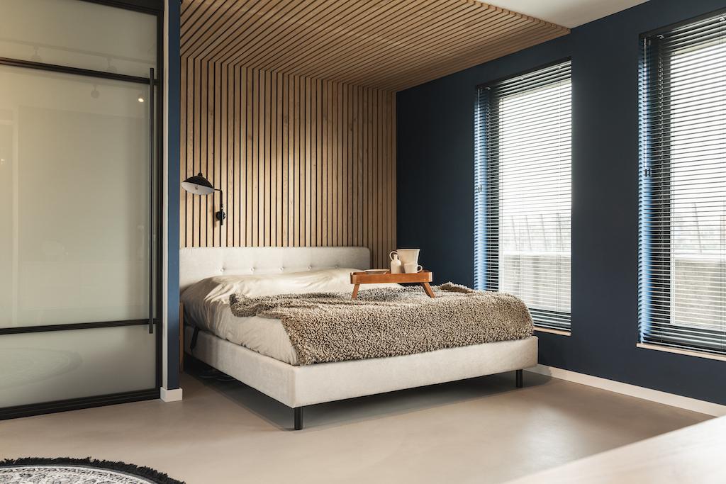 Loft master bedroom met inloop badkamer