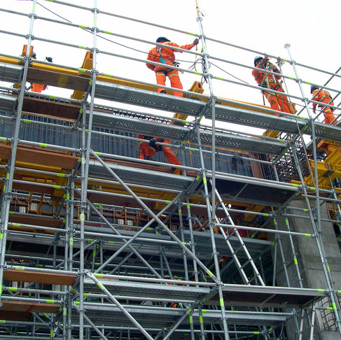 Should I File a Construction Accident Lawsuit or a Workers' Compensation Claim?