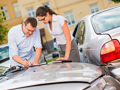 Should I File an Auto Insurance Claim or a Car Accident Lawsuit?
