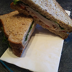 Sandwich dinde fumée et poivrons rouges