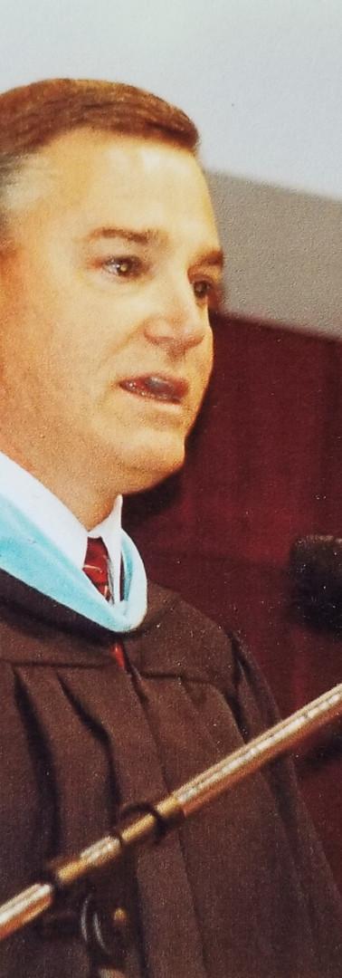 Jeff addresses graduating seniors at St. Stephens High School graduation