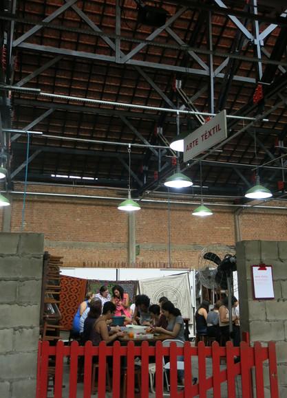 Taller de bordado Shipibo con maestra Shipiba y colectivo en Sesc Pompeia, Sao Paulo, Brasil