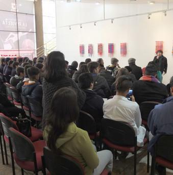 Presentación de la exposición Tejiendo Memorias en el Centro de Extensión de la Universidad Talca