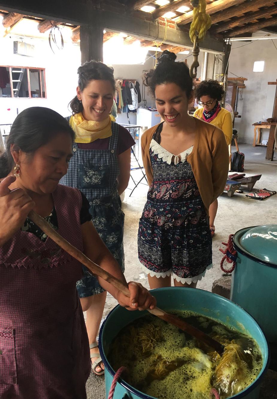 Viaje de aprendizaje y búsquedas textiles en Cooperativa Biidauu, Centro de arte Textil Zapoteco, Teotitlan del Valle, Oaxaca, México
