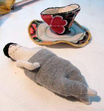Muñeco y maqueta para la exposición Figuras del Recuerdo en el Museo de Artes Decorativas