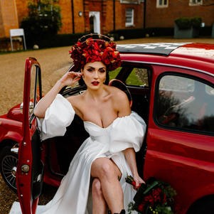 Rossi the Fiat 500 stars in Italian themed photoshoot on Wedding Chicks.