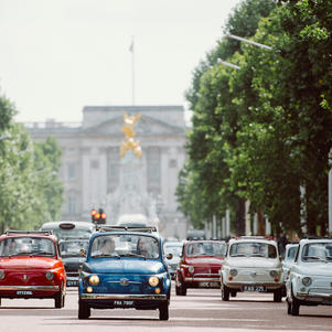 Six Fiat 500s take part in huge promotional event for Grom Gelato in London.