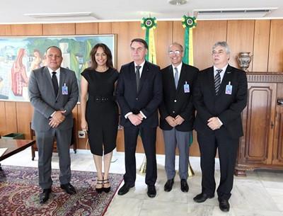 Presidente Bolsonaro reafirma exigência de aprovação no Revalida por médicos formados no exterior