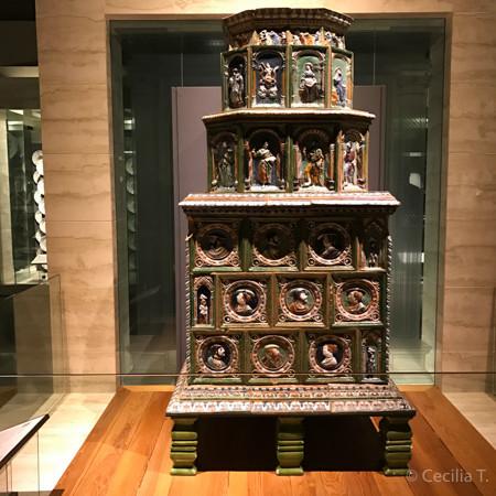 Aquecedor de ambientes alemão, um dos exemplos de objetos expostos na Galeria Multicultural