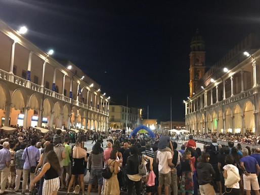 La piazza nei Martedì d'Estate