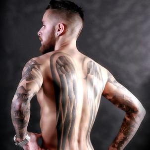 model homme tatoué