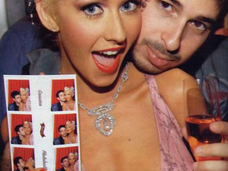 """Christina Aguilera starts weddingtrend in 2005with the""""Model 12"""" vintage-style photobooth"""