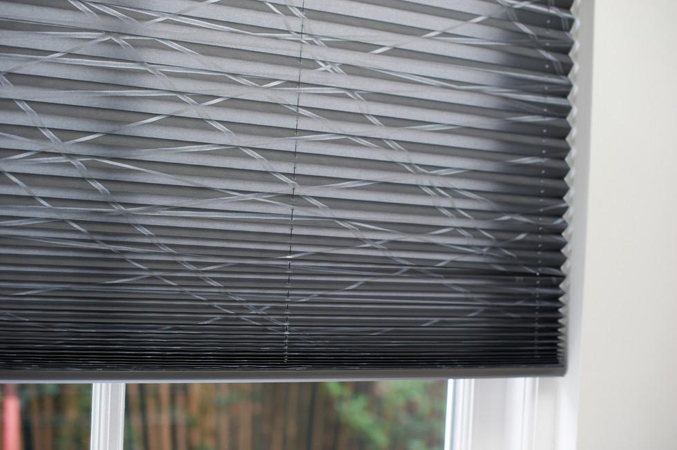 Mønstret plissegardin