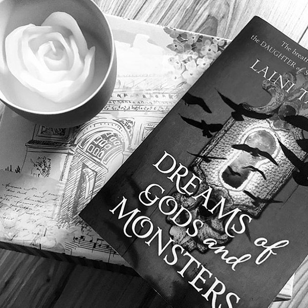 Review | Dreams of Gods and Monsters by Laini Taylor