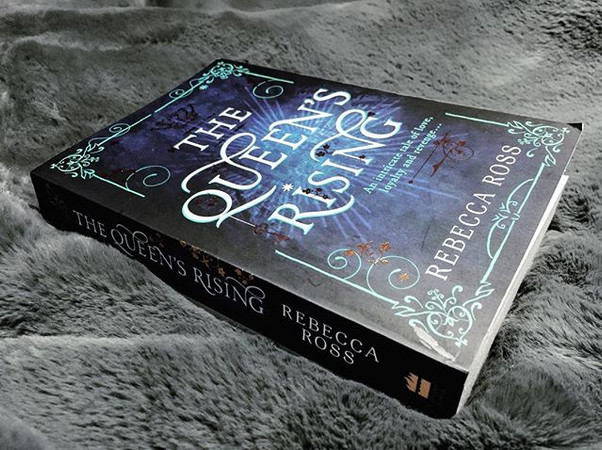 Review | The Queen's Rising by Rebecca Ross