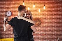 bachata-merengue-salsa-two-elegance-pose