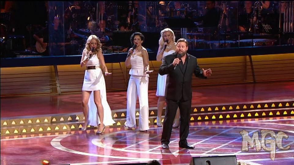 Lucy, Meg & Sandii with Shane Jacobson @