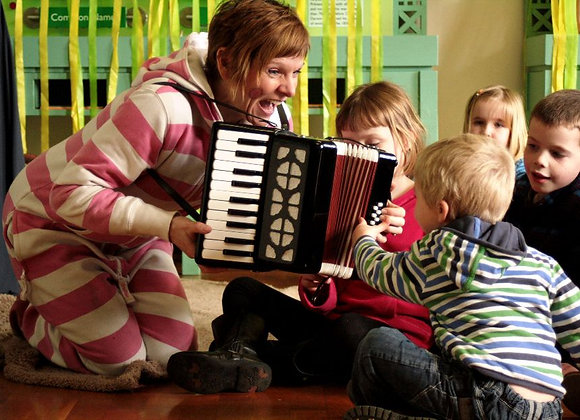 Rhubarb Theatre - Storytelling and craft - Charlie Cooks Favourite Book