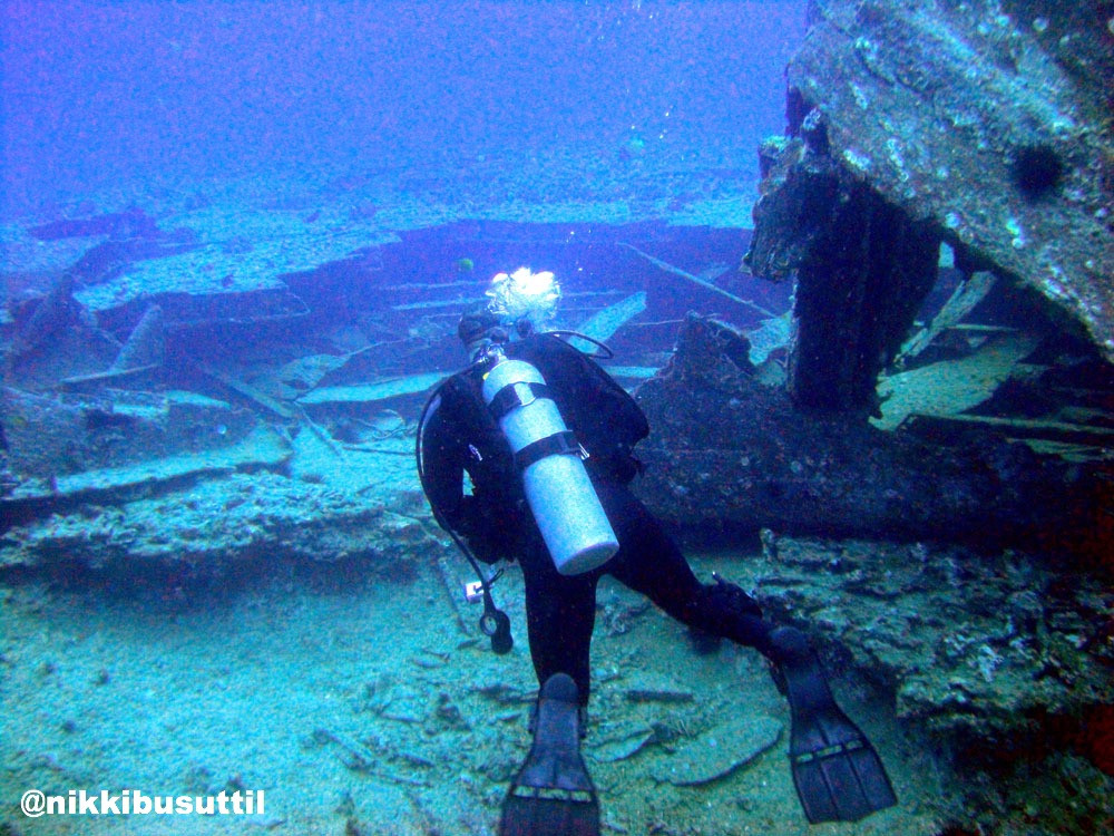 Wreck Diving off Southshore, Oahu, Hawaii