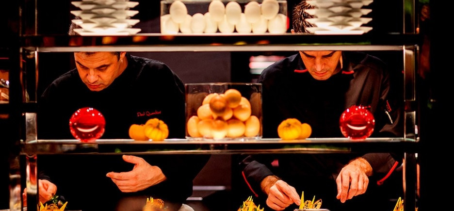 L'Atelier de Joel Robuchon - Chefs at work
