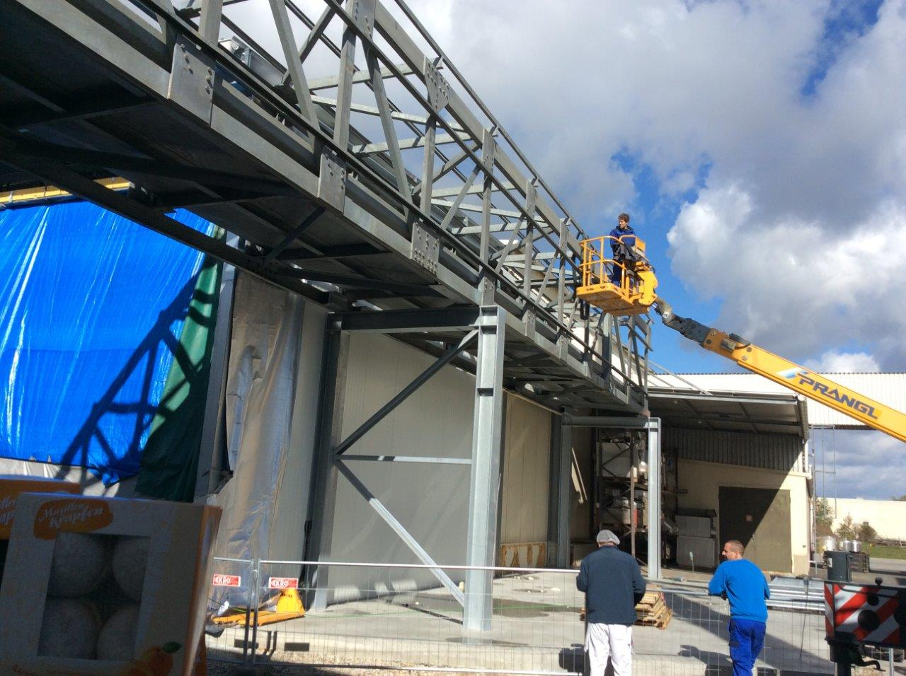 Montage und Schweißarbeiten Brücke