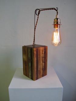 Lampe avec ampoule à filament 027