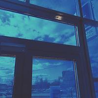 Установка синей солнцезащитной пленки