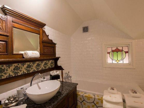 hulbert_house_wales-bathroom.jpg