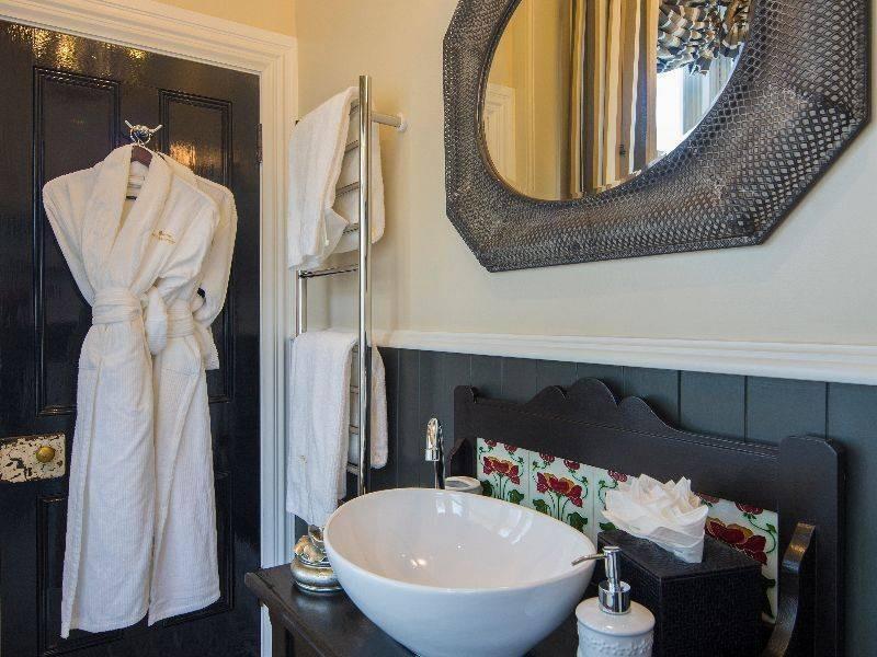 hulbert_house_archerfield-bathroom.jpg