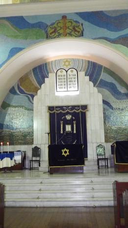 Visão frontal do templo.